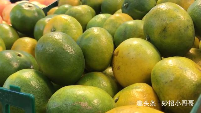 """橘子上有个""""小机关"""",甜不甜一眼认出,爱吃水果的学学,很实用"""