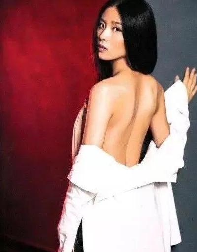 女星《男人装》封面PK,杨幂仅排第三,第一至今无人超越!