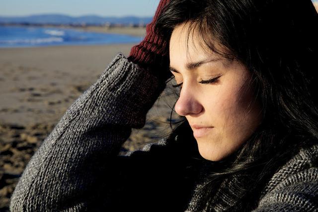 45岁离婚7年,是什么缘由让她宁愿一生孤独,也不选择再婚?