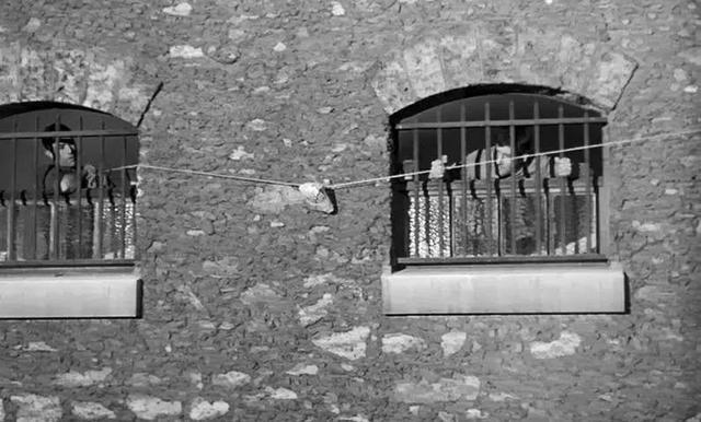 132分钟越狱实录,5人约定越狱,爬到洞口发现,最难越的狱是人心