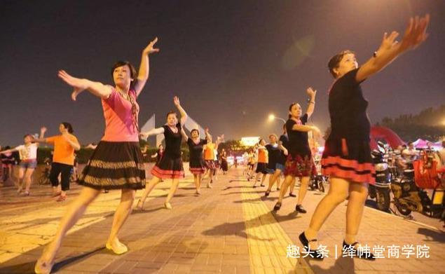 53岁退休阿姨自述: 本想跳广场舞锻炼身体, 半年后, 我怂了