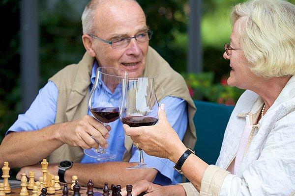 每天二两小酒,能暖胃、护血管?只是假象,喝点小酒,危害可不小