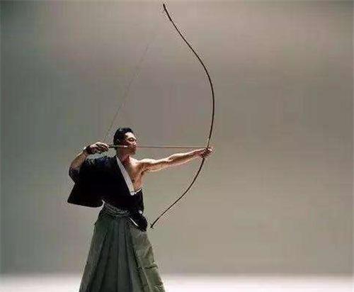 1米5的日本人,卻用2米長的弓,威力多大?戚繼光:中箭必死