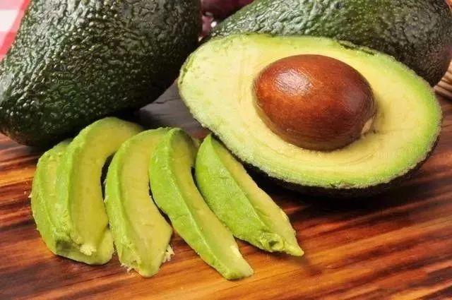 要想肌肤好,适合吃的食物,增加皮肤的水分,淡化色斑,延缓衰老