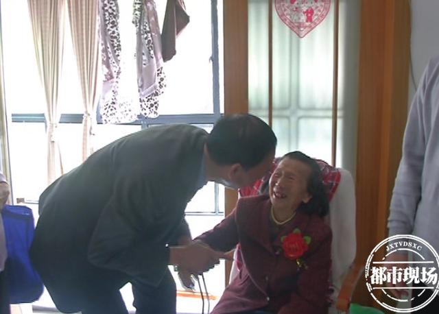 """党员热心肠·刘家京:退而不休为小区 业主称他""""带头人"""""""