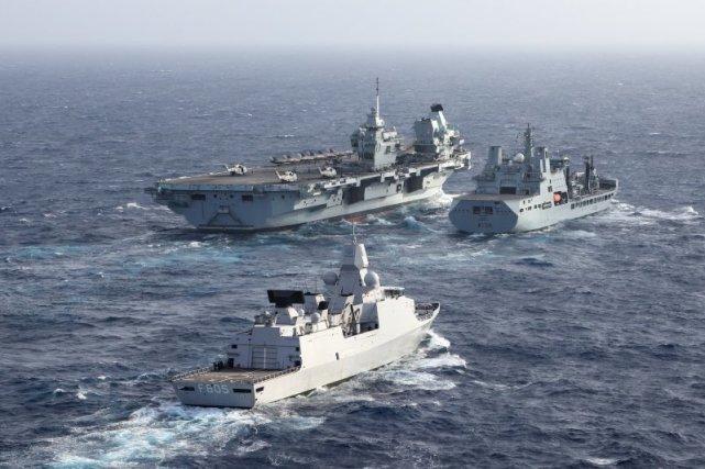 发生了啥?❓❓英航母兴冲冲地来,却半道溜了,挑衅中国,却没敢越线