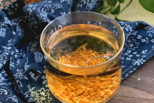 三伏天多吃姜,加上大米炒一炒,早晚喝一杯,驱寒除湿,好处多多