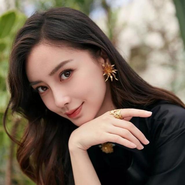 """从香港嫩模再到一线顶流,杨颖的""""上位史"""",和她背后的5个男人"""