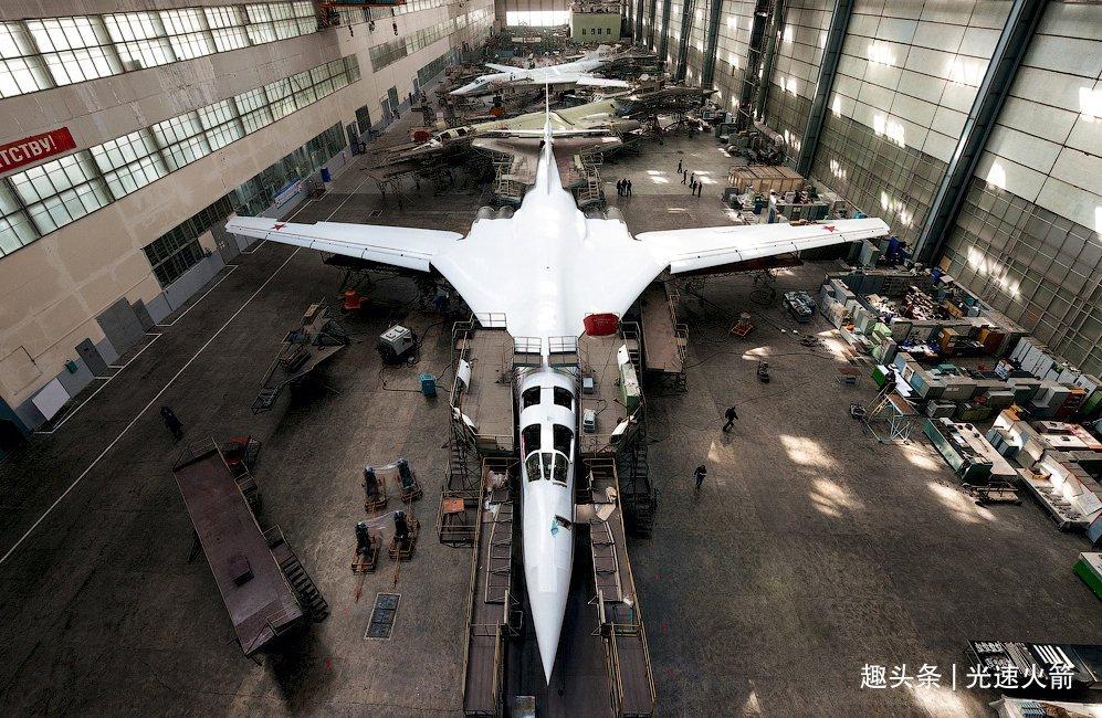 俄又造了一架战略轰炸机,身披黄皮首飞,2年后还有新版图160服役