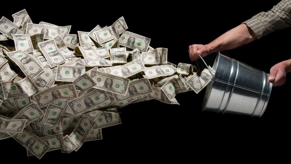 美联储不敢阻止,175吨黄金从欧美运抵中国,美媒:或将清零美债