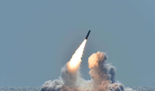 美国反导系统也拦不住 一枚足以摧毁整个日本 萨尔马特有多猛