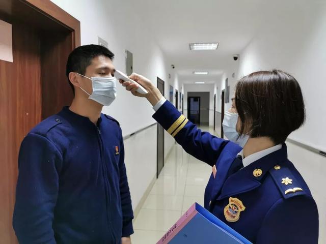 疫情防控:四川森林消防归队人员隔离14天后,重返岗位